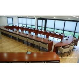 Table de réunion finition noyer